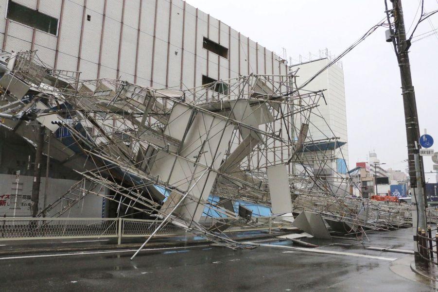 Les impressionnantes images du typhon Jebi à Osaka, au Japon
