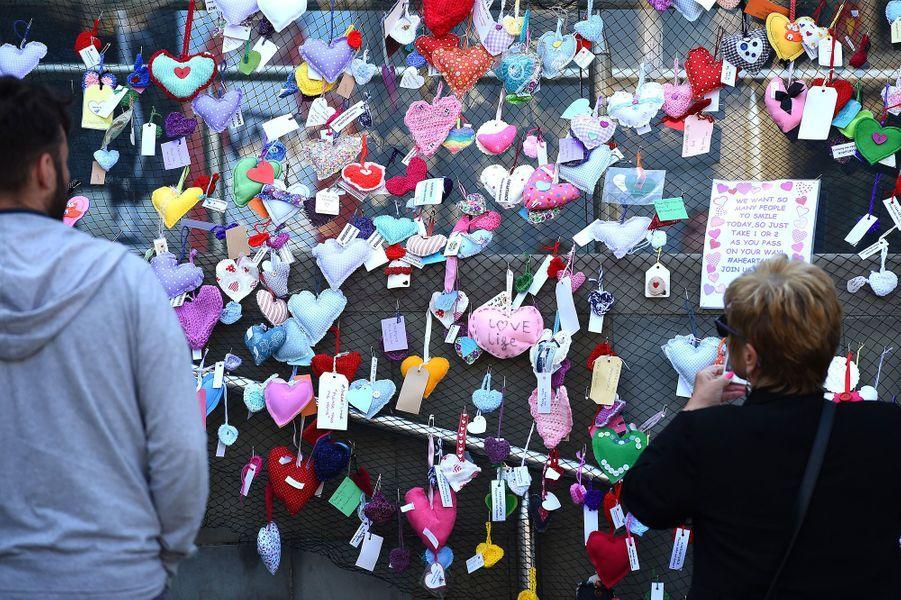 Des mots à la mémoire des victimes de l'attentat de Manchester