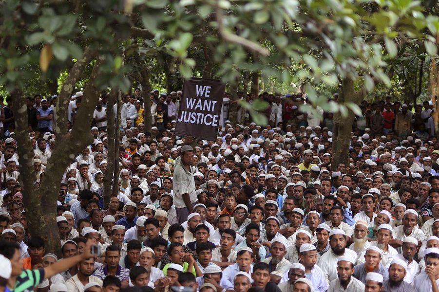 Des milliers de Rohingyas ont manifesté au Bangladesh, le 25 août 2018.