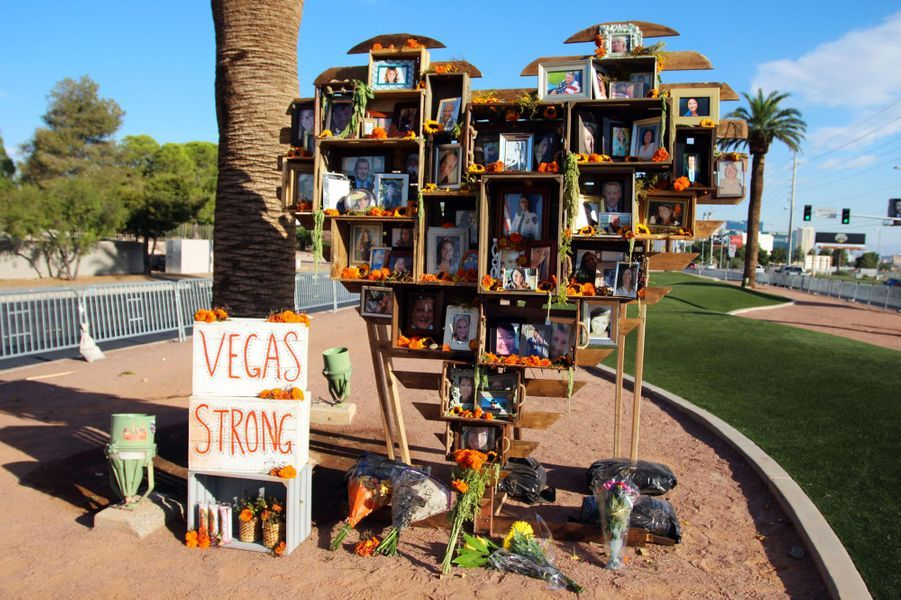 Un an après, Las Vegas rend hommage aux victimes de la fusillade.