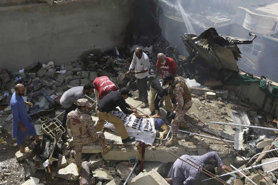 L'avion de la compagniePakistanInternational Airlines s'est écrasé vendredi dans un quartier résidentiel de Karachi