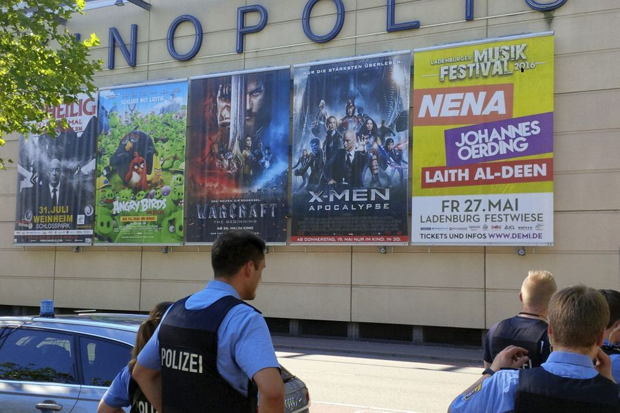 Un homme armé qui s'était retranché jeudi après-midi dans un cinéma de l'ouest de l'Allemagne a été tué par la police.