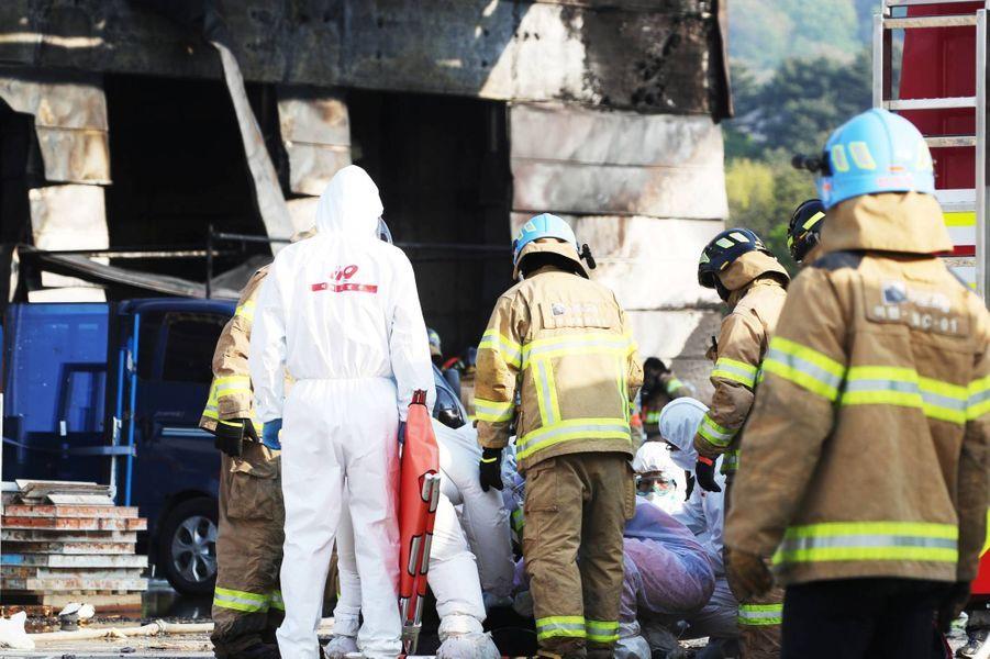 L'incendie dans un entrepôt de Yonhap, en Corée du Sud, a fait 25 morts, le 29 avril 2020.