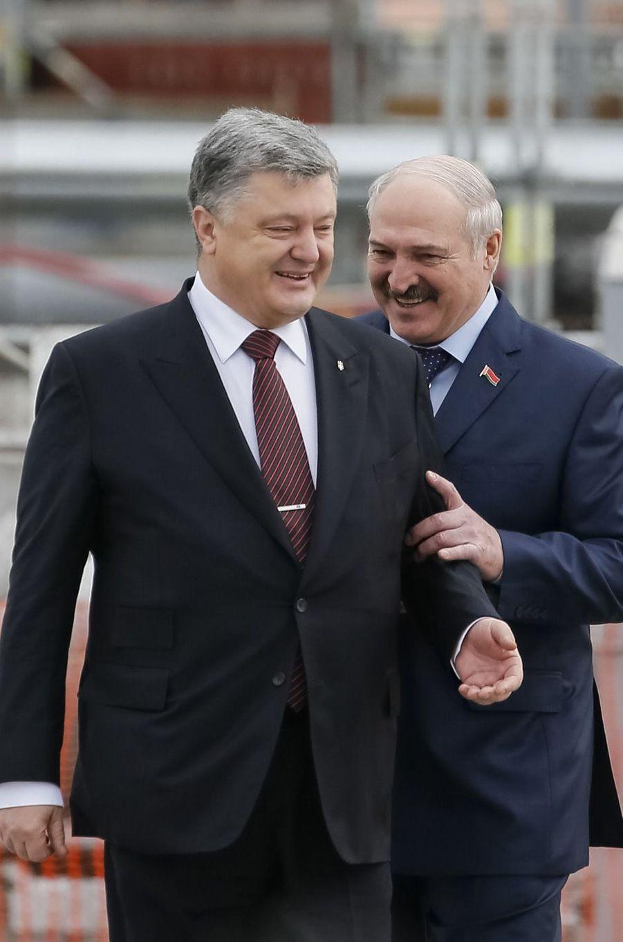 Les présidents ukrainien et bélarusse Petro Porochenko etAlexandre Loukachenko à Tchernobyl, le 26 avril 2017.