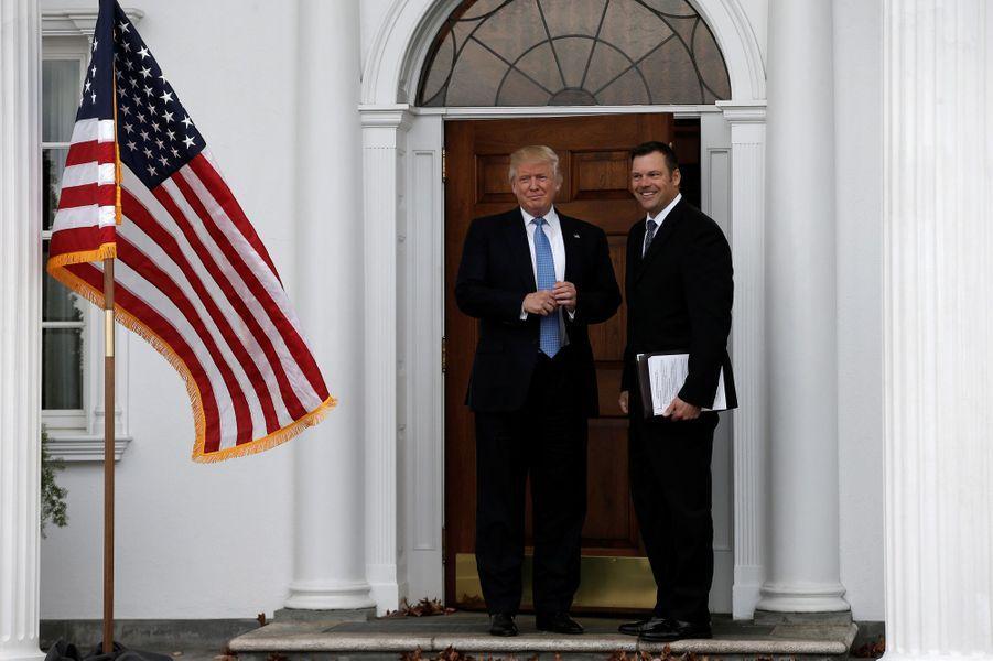 Donald Trump et Kris Kobach au Trump National Golf Club de Bedchester, dans le New Jersey.