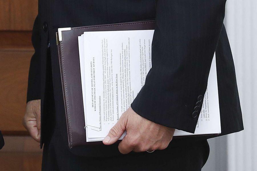 Le document de Kris Kobach, photographié au Trump National Golf Club de Bedchester, dans le New Jersey.