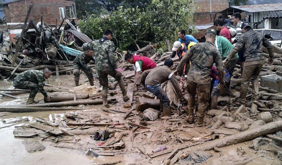 Une Coulée De Boue Dans Le Sud De La Colombie Fait Des Dizaines De Morts 10