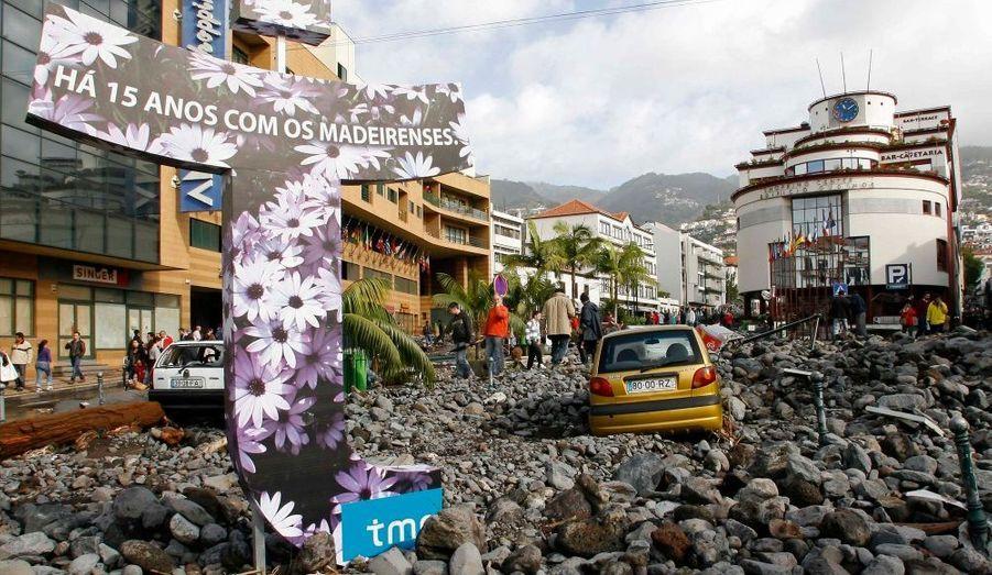 Samedi, des torrents d'eau et de boue ont dévasté la ville basse de Funchal.