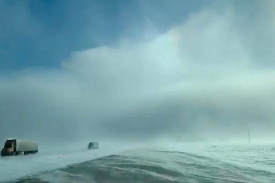 Une route enneigée àFargo, dans le Dakota du Nord, le 29 janvier 2019.