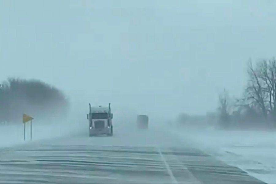 Une route enneigée àMorris, dans le Minnesota, le 29 janvier 2019.