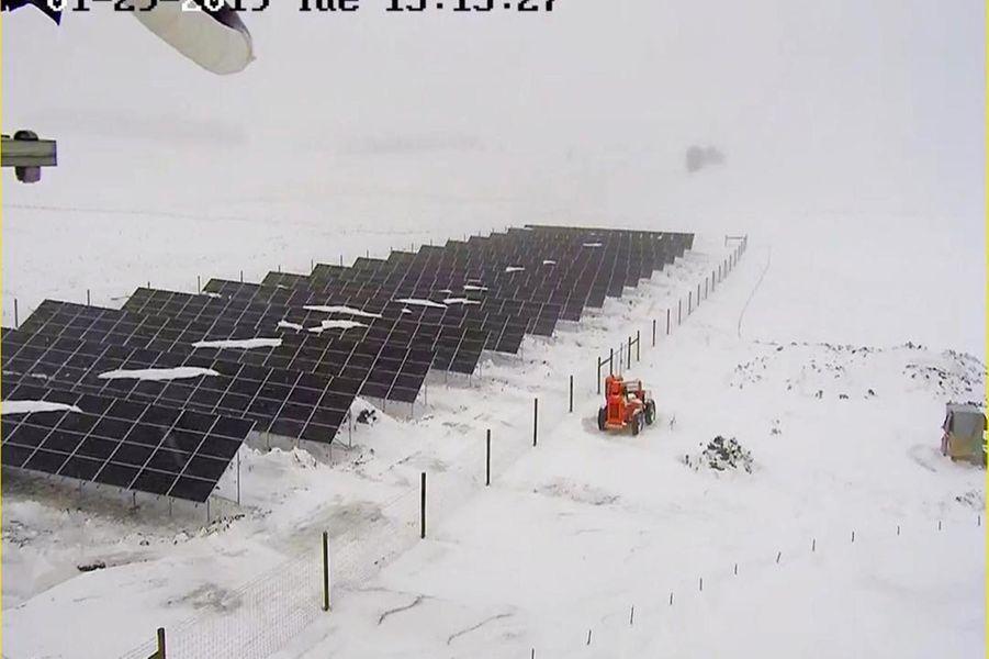 Des panneaux solaires enneigés à Golden Valley, dans le Minnesota, le 29 janvier 2019.