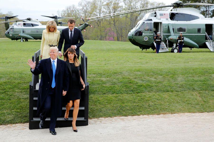 Arrivée des couples présidentiels Trump et Macron à Mount Vernon, demeure historique de George Washington, au sud de Washington, lundi.