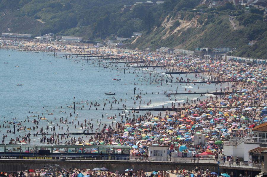 Sur la plage de Bournemouth, en Angleterre, le 25 juin 2020.