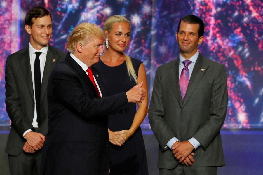 Jared Kushner, Donald Trump, Vanessa et Donald Trump Jr, en juillet 2016.