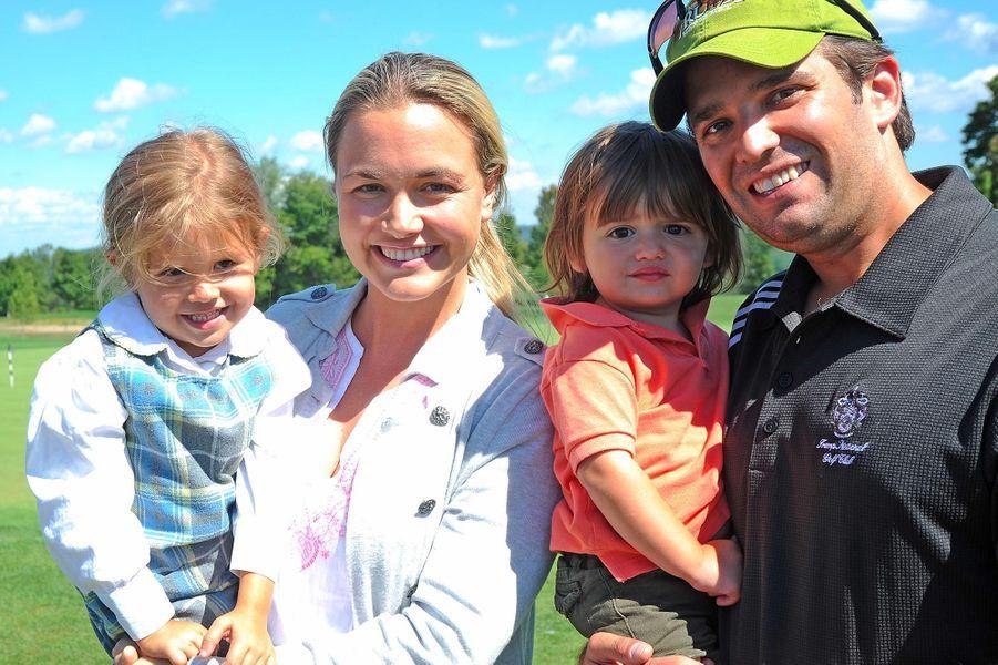 Vanessa et Donald Trump Jr avec leurs enfants Kai et Donald III, en septembre 2010.