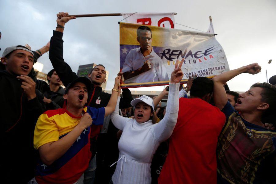 Le président du Parlement, Juan Guaido, s'est auto-proclamé président par intérim, ce qui a provoqué une vague de liesse dans le pays.