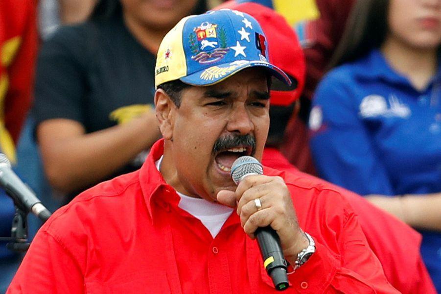 A une dizaine de kilomètres de là, au centre de Caracas, Nicolas Maduro est réapparu en public pour la première fois depuis six moispour célébrer le 20e anniversaire de la révolution bolivarienne.