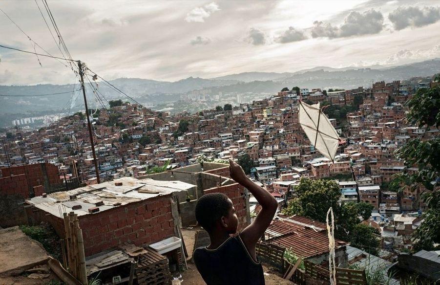 Petare s'étale sur 40 kilomètres carrés à l'ouest de Caracas.