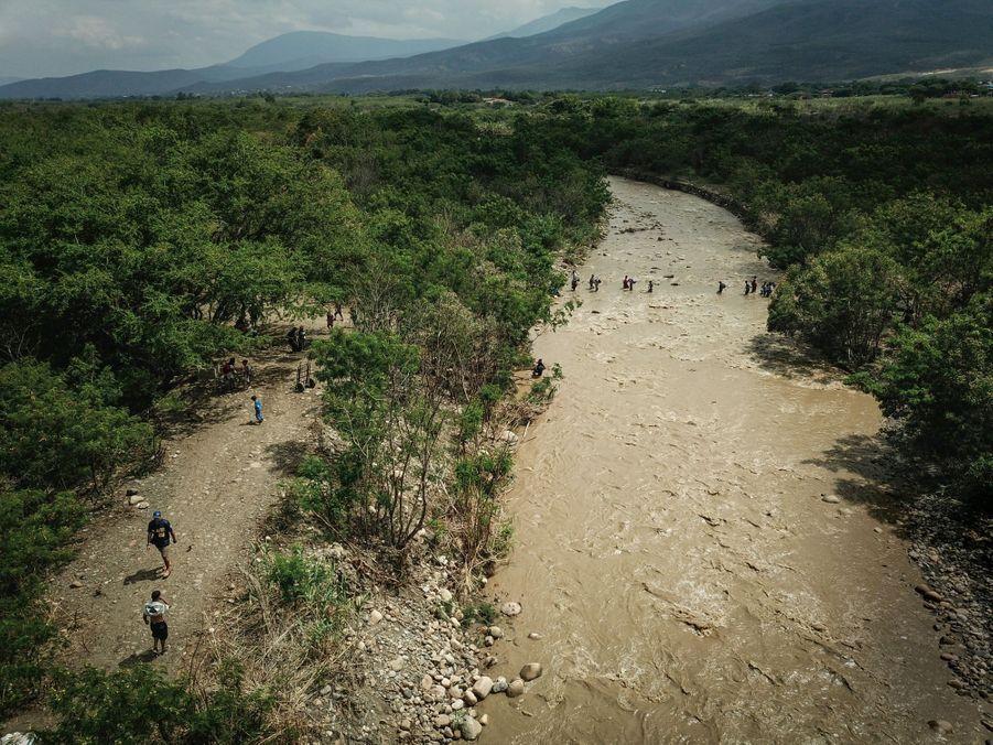 Une longue marche attend les réfugiés jusqu'à Bogota : 613 kilomètres. D'autres continueront vers le Pérou, l'Equateur ou le Chili.