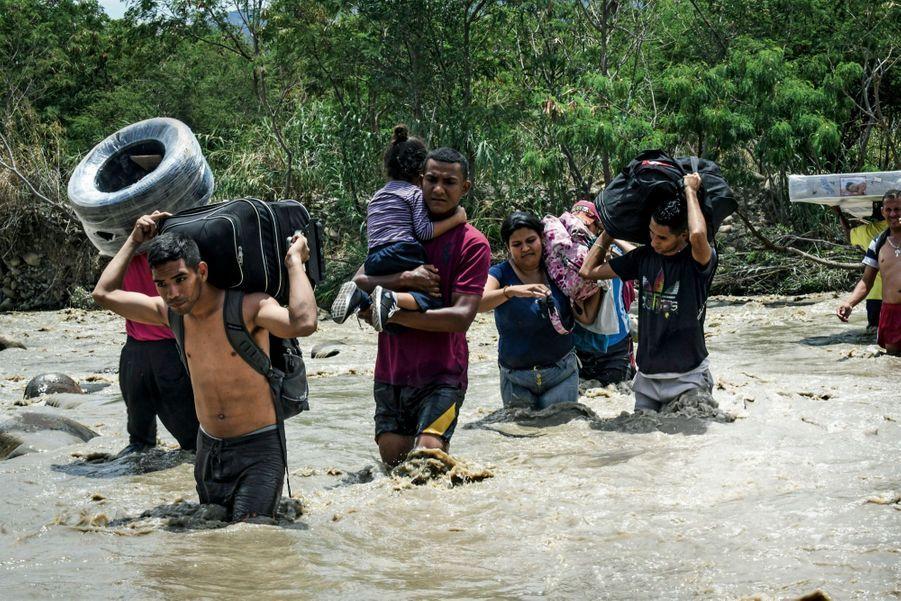 Le 16 septembre 2018, sur le fleuve Tachira. Le passage vers la Colombie coûte 2000 pesos, l'équivalent d'un mois de salaire d'un enseignant.