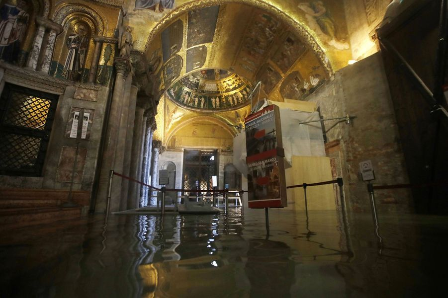 L'eau est entrée dans la basilique Saint Marc