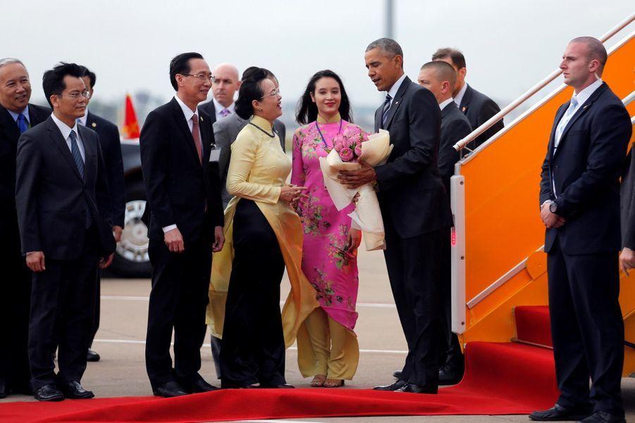 Obama à son arrivée à Ho-Chi-Minh