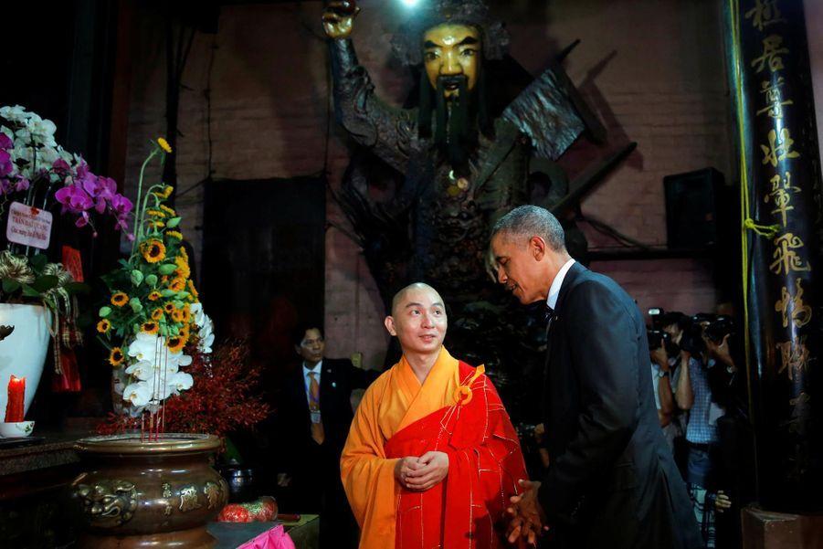 Obama discutant avec un moine à Ho-Chi-Minh-Ville