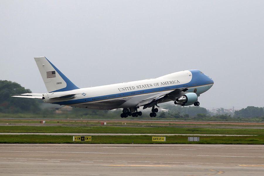 Obama quittant Hanoï à bord de l'Air Force One