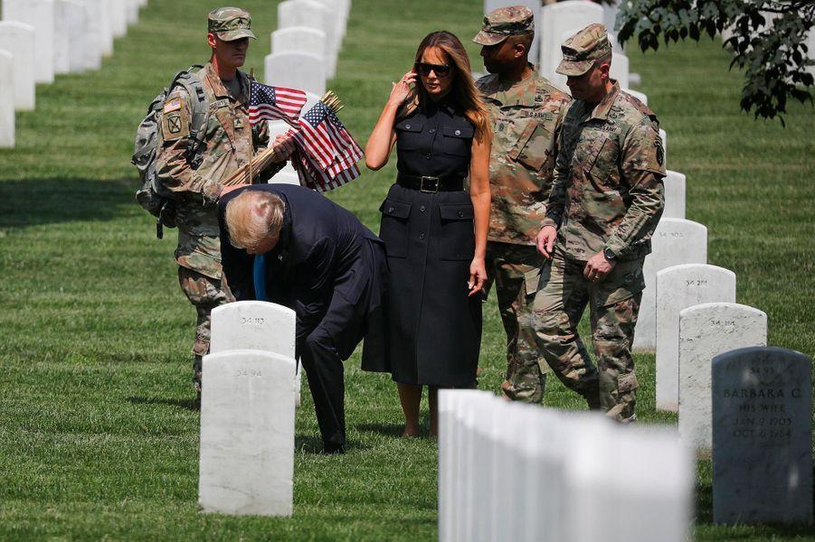 Donald et Melania Trump au cimetière d'Arlington, le 23 mai 2019.