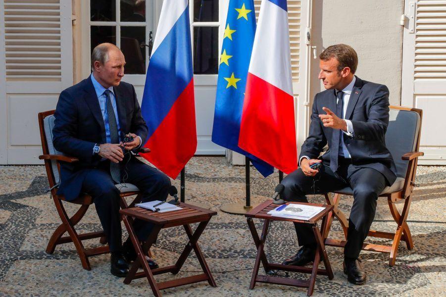 Vladimir Poutine et Emmanuel Macron au fort de Brégançon, lundi. (photo de l'agence russe TASS)