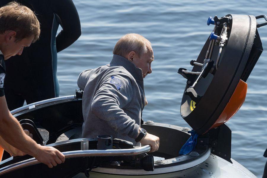 VladimirPoutinea plongé samedi à bord d'un submersible à une profondeur de 50 mètres pour voir un sous-marin soviétique qui avait fait naufrage dans le Golfe de Finlande pendant la Seconde guerre mondiale.