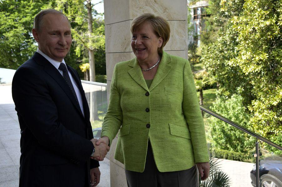 Vladimir Poutine et Angela Merkel à Sotchi, le 2 mai 2017.