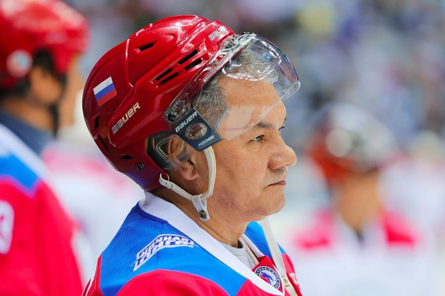 Le ministre russe de la DéfenseSergueï Choïgoua participé à un match de hockey à Sotchi, le 10 mai 2019.