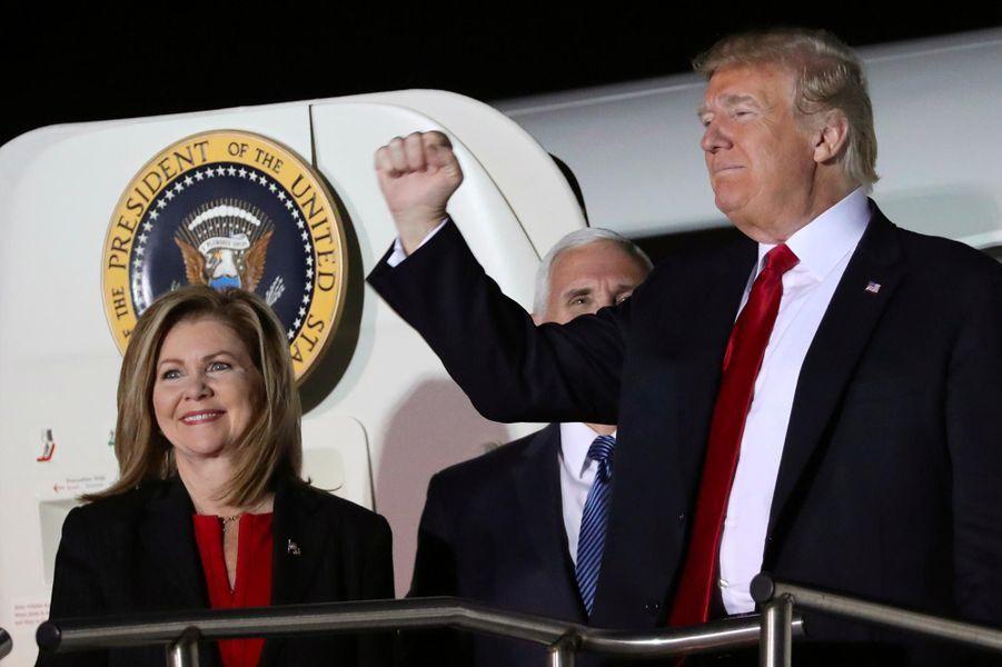 Donald Trump arrivant à Chattanooga, dans le Tennessee, avec Mike Pence et Marsha Blackburn, le 4 novembre 2018.