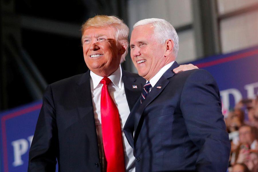 Donald Trump et Mike Pence à l'aéroport de Pensacola, en Floride, le 3 novembre 2018.