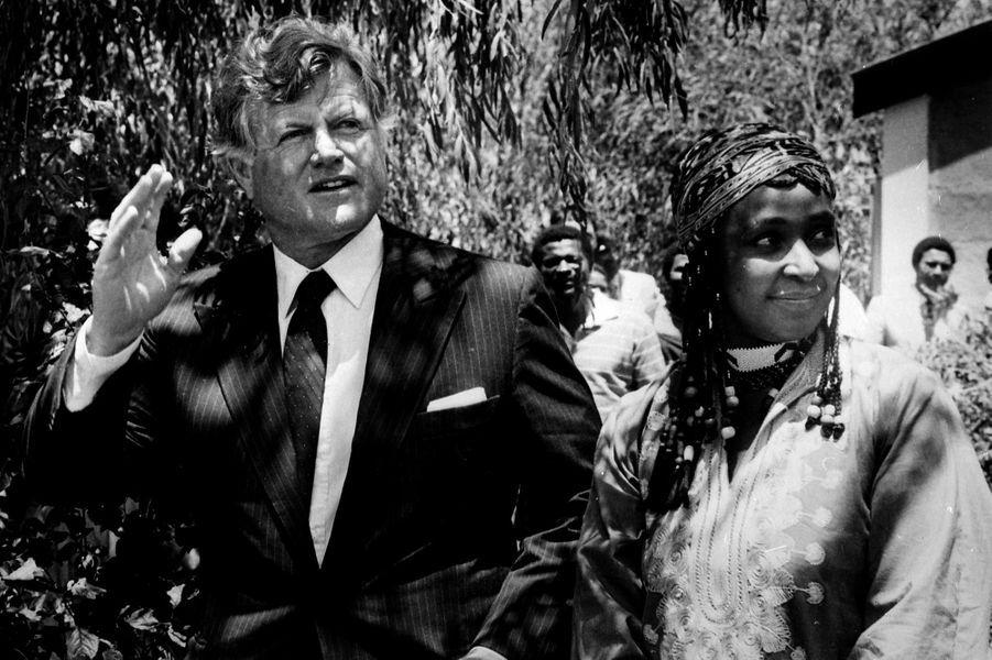 Winnie Mandela et Edward Kennedy, en janvier 1985.