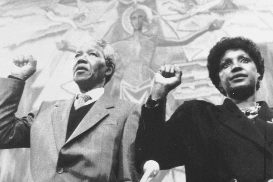 Winnie et Nelson Mandela, en juin 1990.