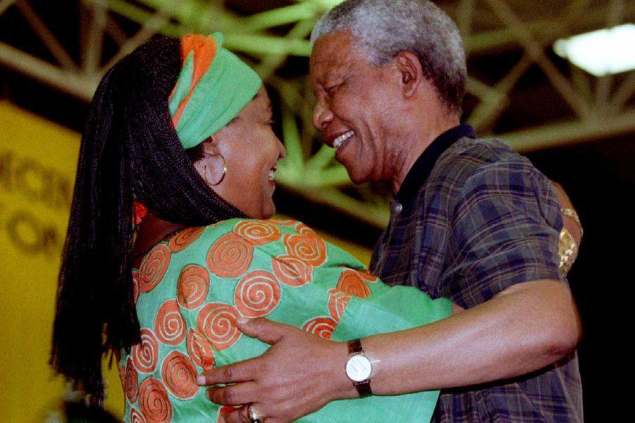 Winnie et Nelson Mandela, en décembre 1994.