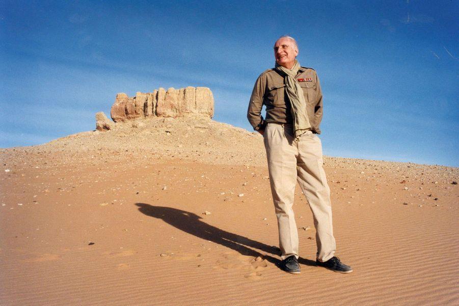 Jean-François Deniau, ancien ministre devenu journaliste et écrivain, à Faya-Largeau, Tchad. Janvier1998.