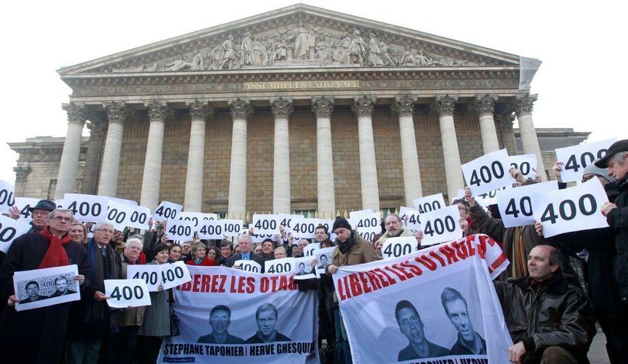 Le 2 février 2011. Députés et journalistes s'étaient rassemblés devant le siège de l'Assemblée nationale.