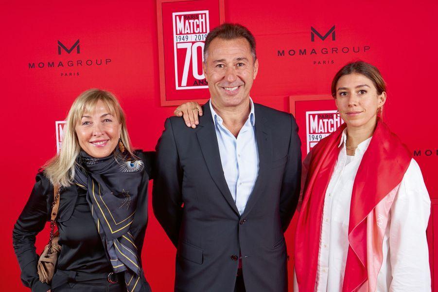 Isabelle et Marco Pacchioni, fondateurs de Puressentiel, et leur fille Lola.