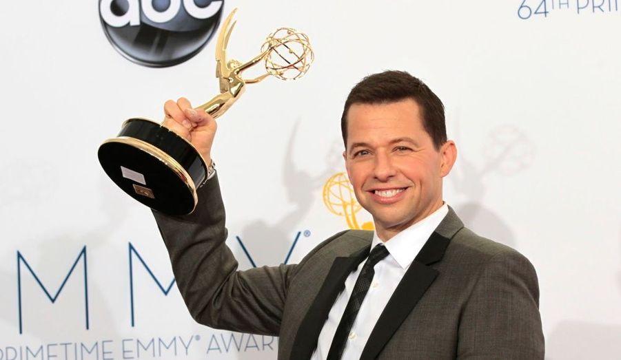 """L'acteur a été récompensé pour son travail sur la série """"Mon oncle Charlie"""", dont il a repris la tête depuis le départ de Charlie Sheen."""