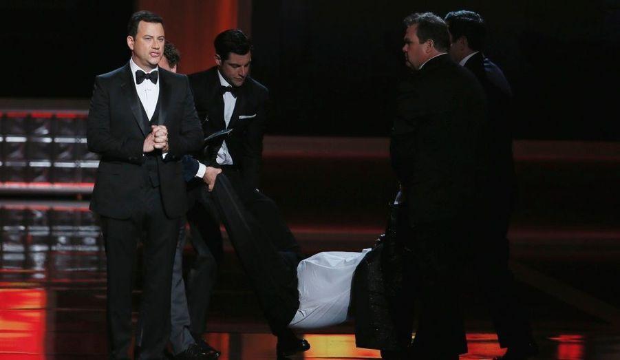 Le comique Tracy Morgan a feint de faire un malaise sur scène après une blague du présentateur de la soirée, Jimmy Kimmel, imperturbable.