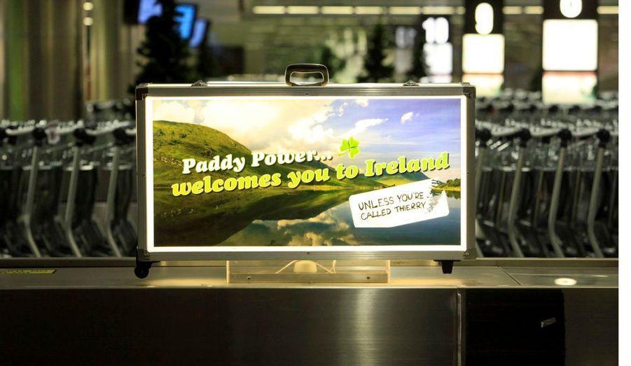 Les nouvelles publicités de l'aéroport de Dublin taclent avec un humour très anglo-saxon l'attaquant français jugé responsable de l'élimination de l'Eire lors de la dernière phase de qualification pour la Coupe du monde de football qui se déroulera l'an prochain en Afrique du Sud
