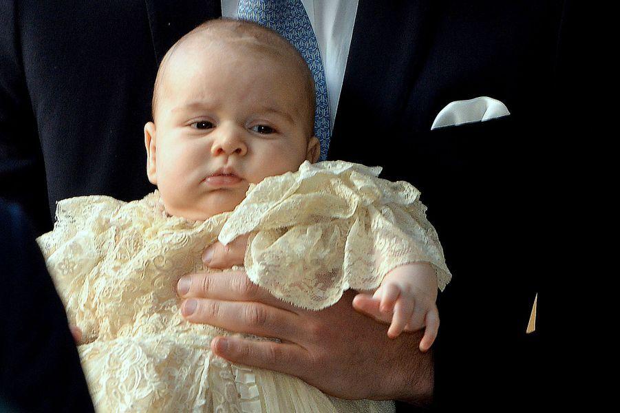 Sa naissance tant attendue a fait tourner en bourrique les médias du monde entier, l'été dernier. Le petit prince George, fils du prince William et de Kate, duchesse de Cambridge, sera un jour roi de Grande-Bretagne et d'Irlande du Nord.Comme le prince George a révolutionné la monarchie