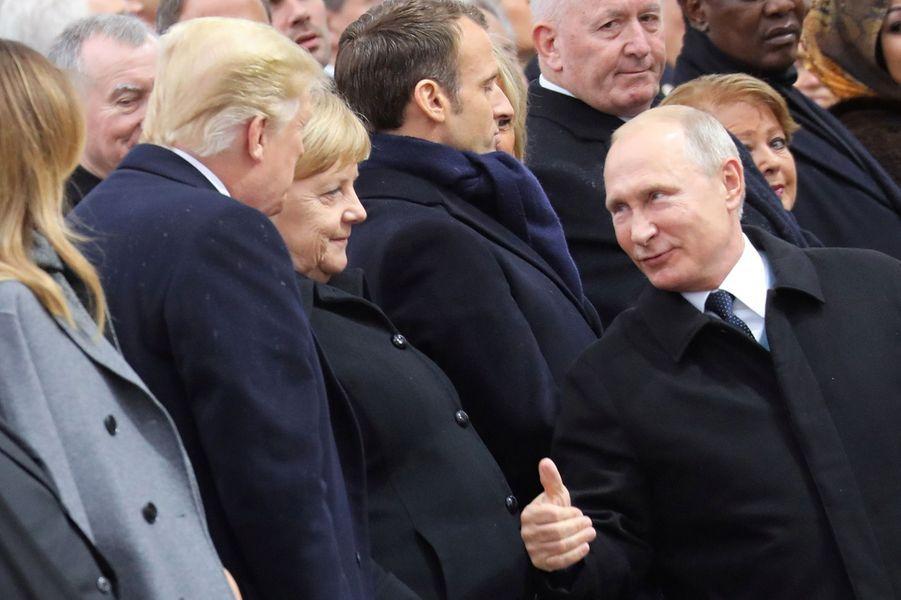 Vladimir Poutine salue Donald Trump.