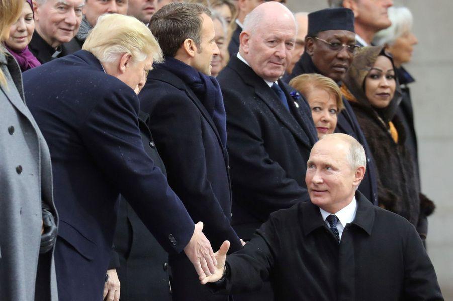 Poignée de mains Trump-Poutine.