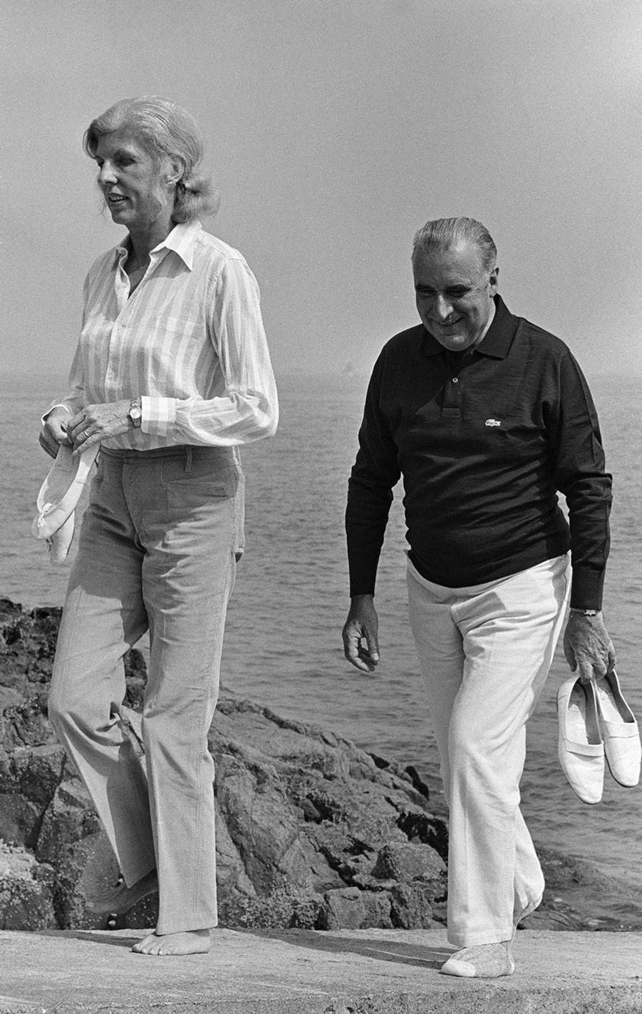 Claude et Georges Pompidou en week-end chez les Bettencourt dans l'Arcouest.