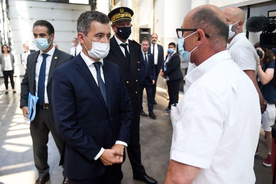 Gérald Darmanin rencontre un conducteur de bus à Bayonne, le 11 juillet 2020.