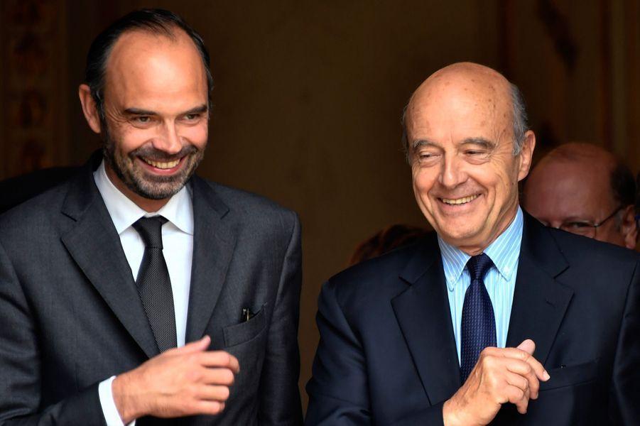 Le Premier ministre Edouard Philippe et son ancien mentor Alain Juppé vendredi à Bordeaux.